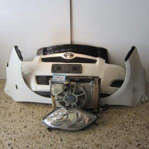 Toyota Yaris 2006-2011 μετώπη κομπλέ (μούρη) λευκή: [καπώ μαύρο-2 φτερά-φανάρι δεξί-προφυλακτήρας-ψυγεία]